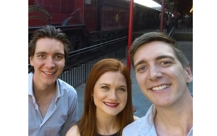 Estrelas do filme visitaram The Wizarding World of Harry Potter – Diagon Alley