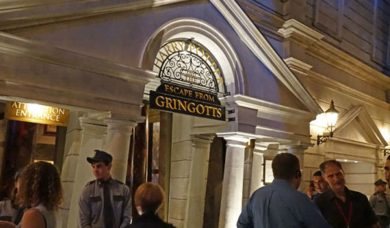 Mais detalhes sobre Harry Potter and the Escape from Gringotts.