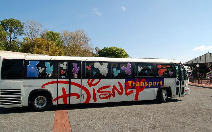 Quem fica hospedado fora do complexo dos parques, vale a pena usar o transporte do hotel?