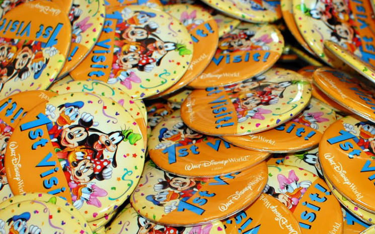Buttons comemorativos nos parques da Disney!!