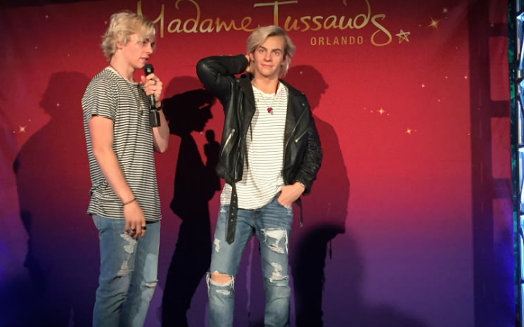 A estátua de Ross Lynch chega no Madame Tussauds