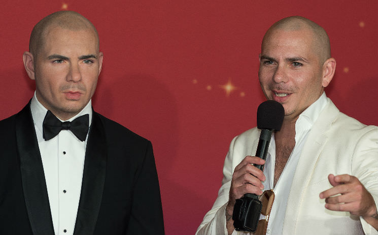 A estátua do cantor Pitbull chega no Madame Tussauds