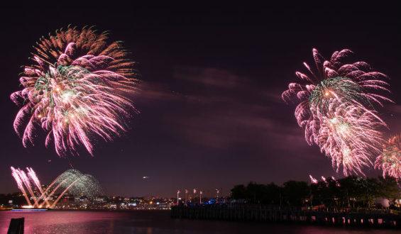 Queima de fogos em comemoração ao 4 de Julho nos parques da Disney!