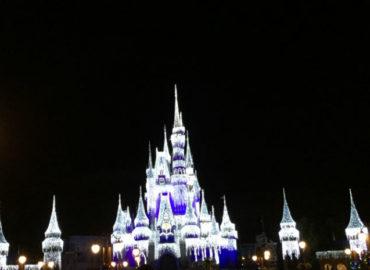 Elsa congela o castelo na Disney