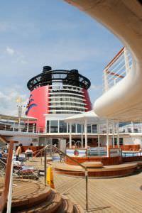 Navio da Disney piscina