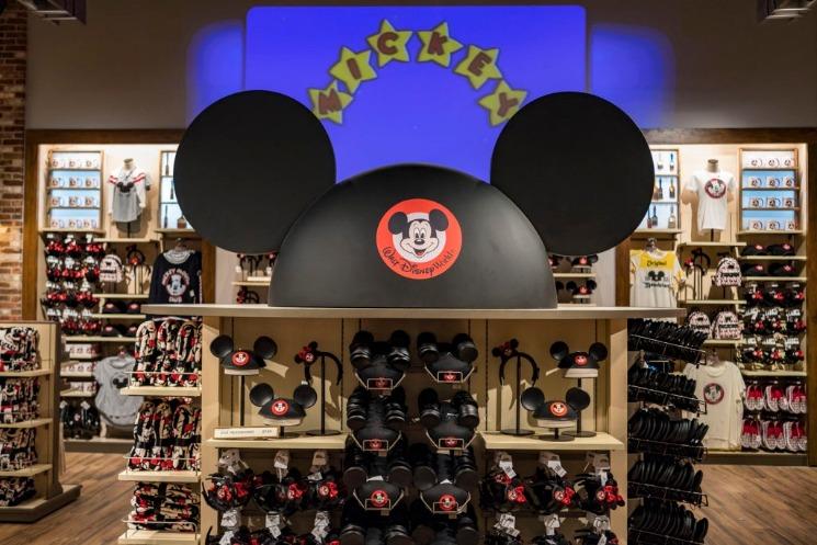 A loja World of Disney reabre em grande estilo no Disney Springs