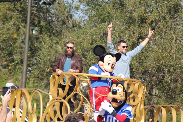 Magic Kingdom recebe as estrelas do Patriots Tom Brady e Julian Edelman