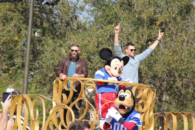 Magic Kingdom recebe as estrelas do Patriots Tom Brady e Julian Edelman