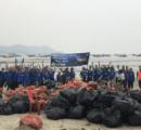 SeaWorld Parks & Entertainment promove limpeza de praia no Guarujá (SP)